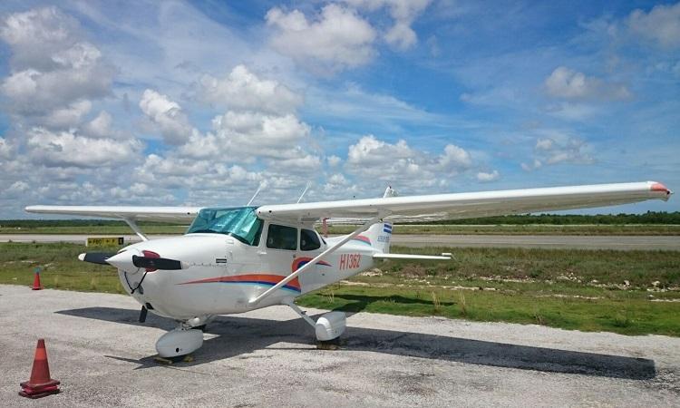 avioneta foto del medio grande